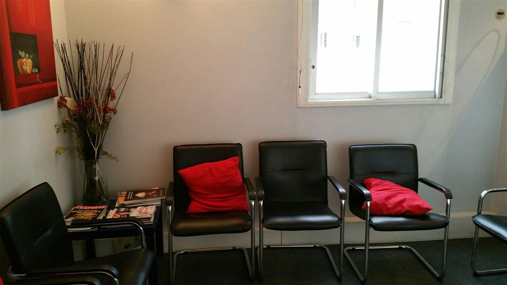 int rieur du cabinet cabinet dentaire et m dical la defense. Black Bedroom Furniture Sets. Home Design Ideas