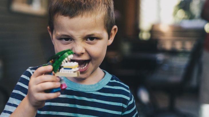 Aider bébé poussée dents